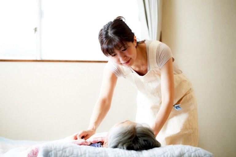 50代女性が未経験で介護職の仕事(訪問介護)している様子