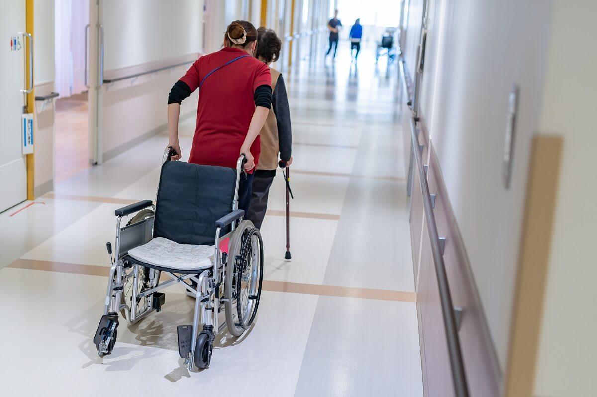 老健(介護老人保健施設)での仕事の様子