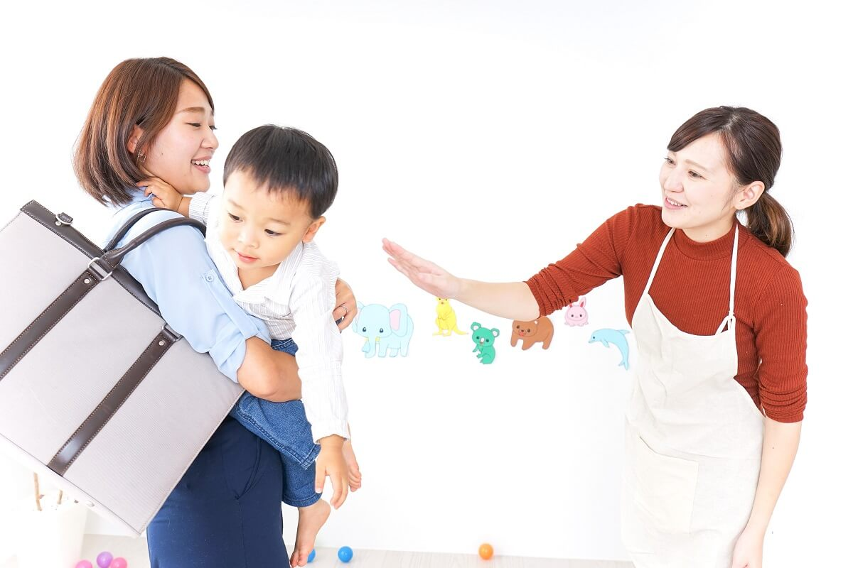 シングルマザーが介護職しながら子育てをしているイメージ